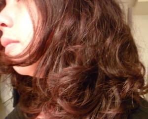 cheveux frisés sans frisottis
