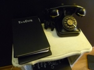 bureau téléphone rétro black heart tattoo