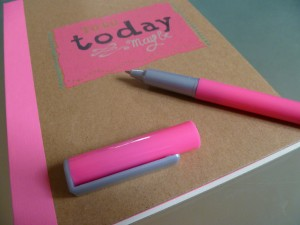 cahier to do list hema rose fluo stylo