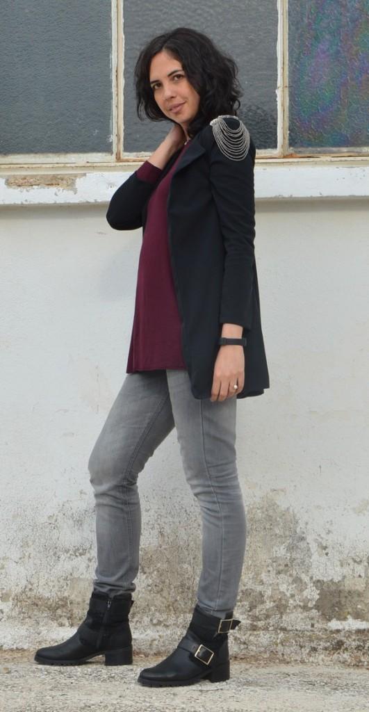 Ma tenue de fêtes, aux détails rock, avec un trio de couleurs tendances, bordeaux, gris et noir et juste la touche brillante qui s'impose