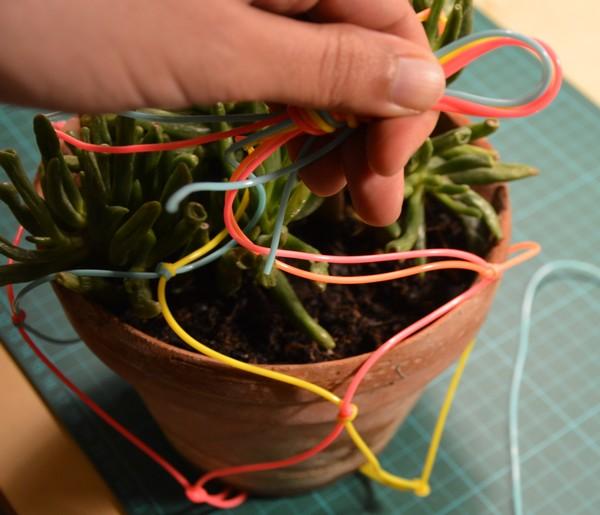 diy-tutoriel-suspension-plante-scoubidou