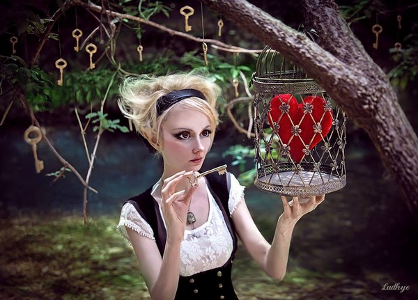 ludhye-photographie-fantastique-steampunk-coeur-clef-poupee-cage
