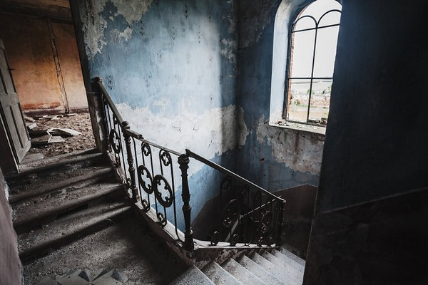 escalier-exposition-photographe-jonathan-aubry-toulon-maib-conceptstore-atypique-galerie